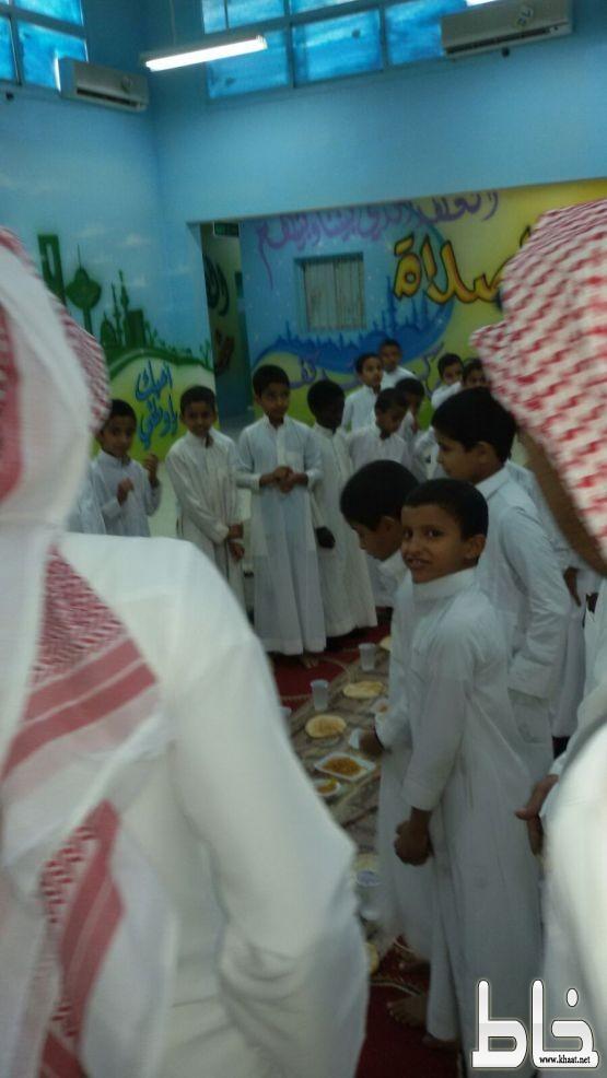 المعالي تحتفل بسلامة احد طلابها