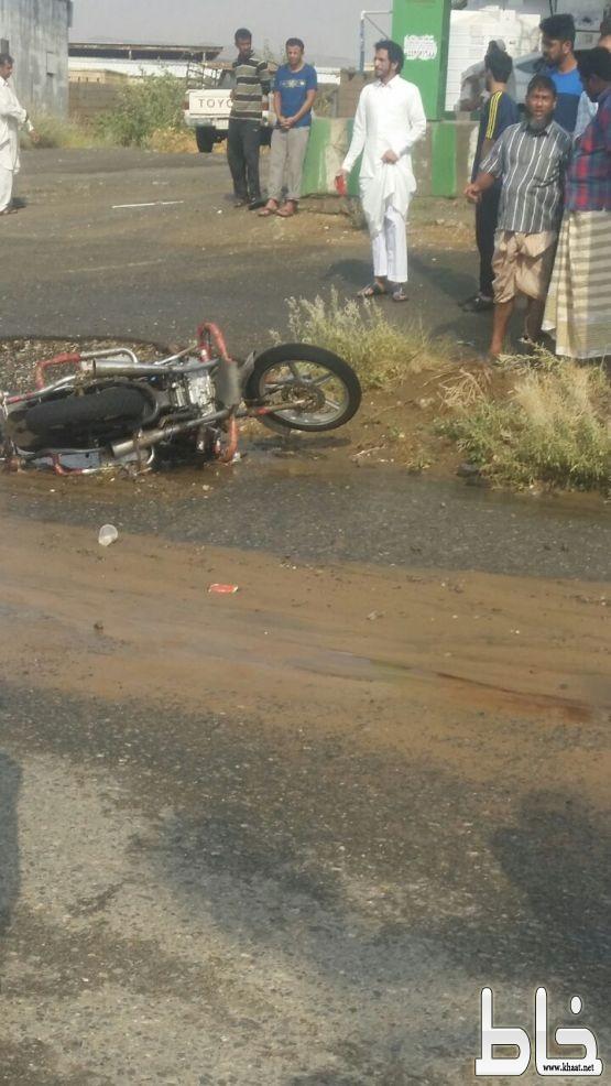 مصرع مقيم ارتطمت دراجته بسيارة في خميس حرب