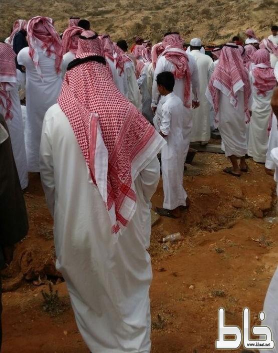 المئات يشيعون جنازة شقيقة الشيخ موسى العواجي بأحد ثربان