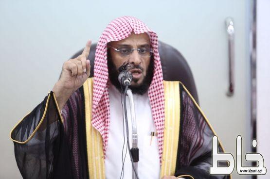 اكثر من 3000 الأف مصلي يشهدون  محاضرة الشيخ عائض القرني بجامع المرصد محافظة المجاردة