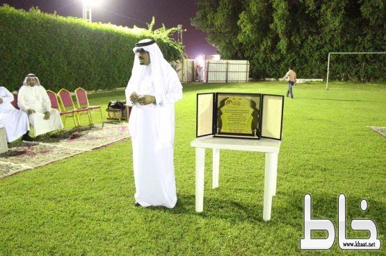 بحضور آل شريم تكريم مدير التدريب التربوي بقطاع المجارده(الراجحي) بمناسبة التقاعد .