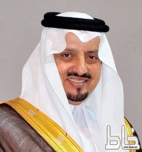 الأمير فيصل بن خالد ينصف مصور مقطع كهرباء محايل