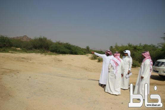 رئيس مركز أحد ثربان ورئيس بلدية المجاردة يقفان على المشاريع بمركز أحد ثربان