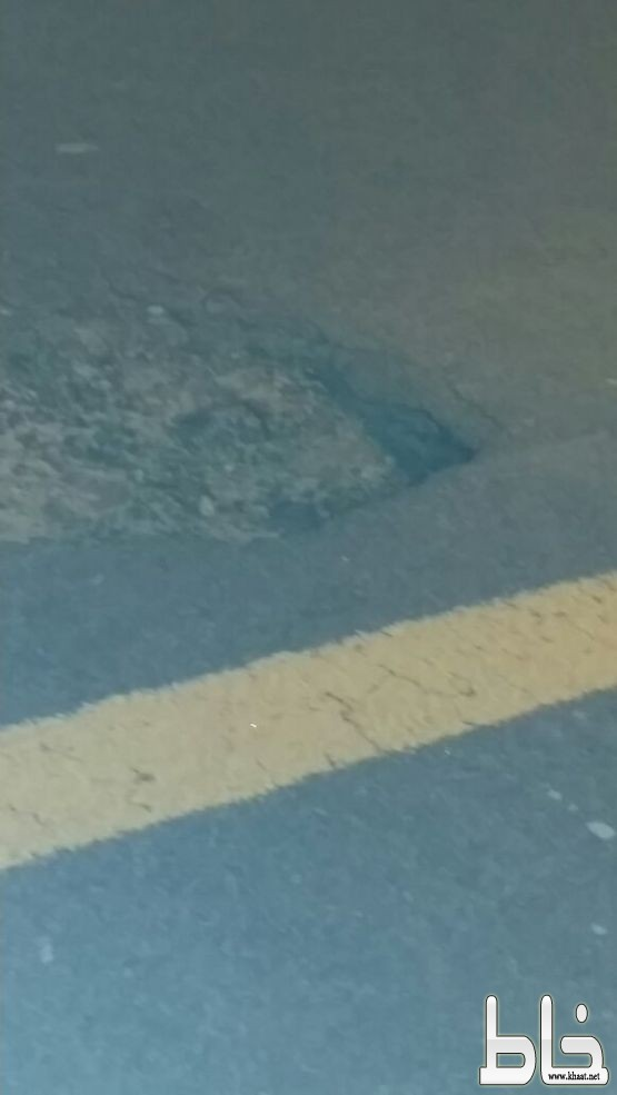 رغم انشاءه حديثاً الطريق العام بأحد ثربان حفريات تتربص بالسيارات ومنعطفات تزهق الارواح