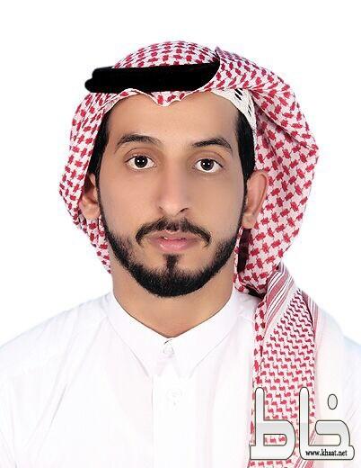 خالد حسن مصلح يحتفل بتخرجه من الجامعة