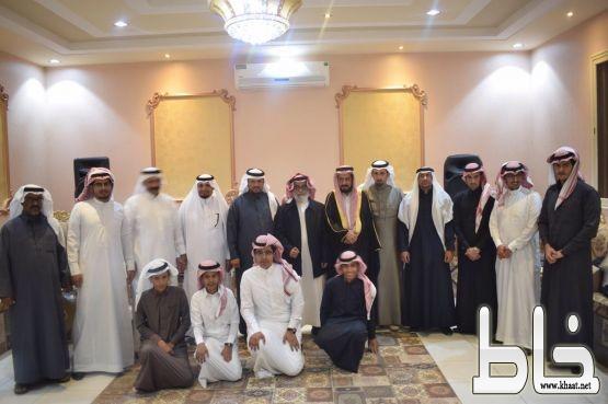 ابن كثير تكرم الاستاذ محمد دحمان الشهري بعد 33 عاماً من العطاء في التعليم بخميس مشيط