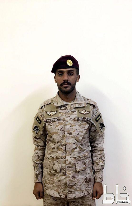 أحمد العمري يحتفل بتخرجه من وحدات المظليين وقوات العمليات الخاصة