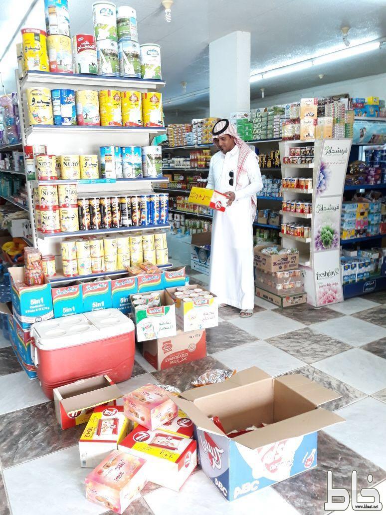 بلدية بارق ترصد 15 مخالفة و تصادر مواد منتهية الصلاحية من مراكز التموينات الغذائية