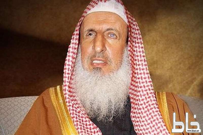 """أول تعليق من مفتي المملكة على دعوة """"السحيمي"""" بتقليل عدد المساجد.. وهذا ما طالبه به!"""