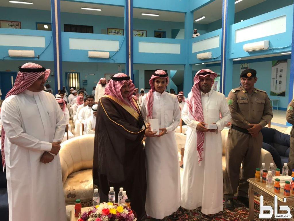 آل خلبان يرعى تكريم الطلاب المتفوقين بثانوية عمار بن ياسر وجائزة عمار للتميز