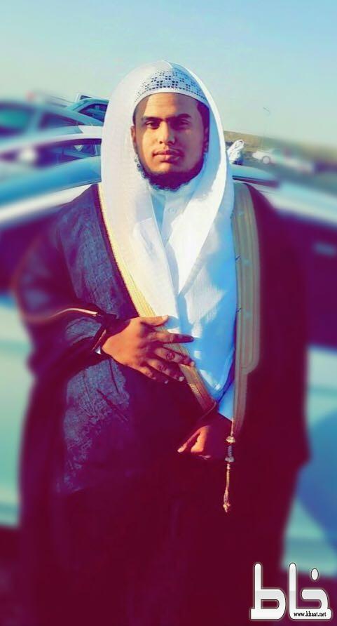 علي محمد نشبان يحتفل بتخرجه من جامعة الملك خالد