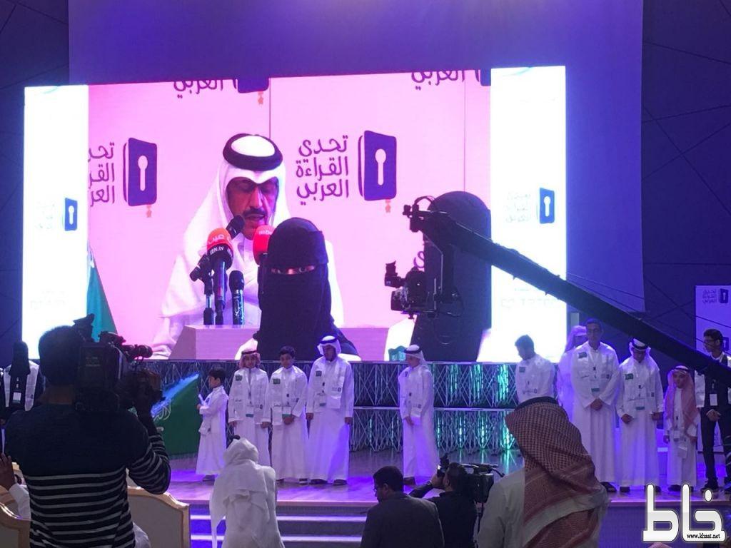 الطالب عمر عوض الشهري من ثانوية صقر قريش يحقق إنجازاً لتعليم محايل عسير في تحدي القراءة العربي