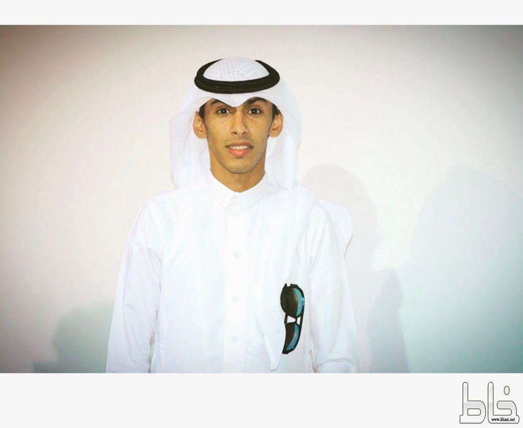 راشد عبد الله راشد يحتفل بتخرجه من الكلية التقنية