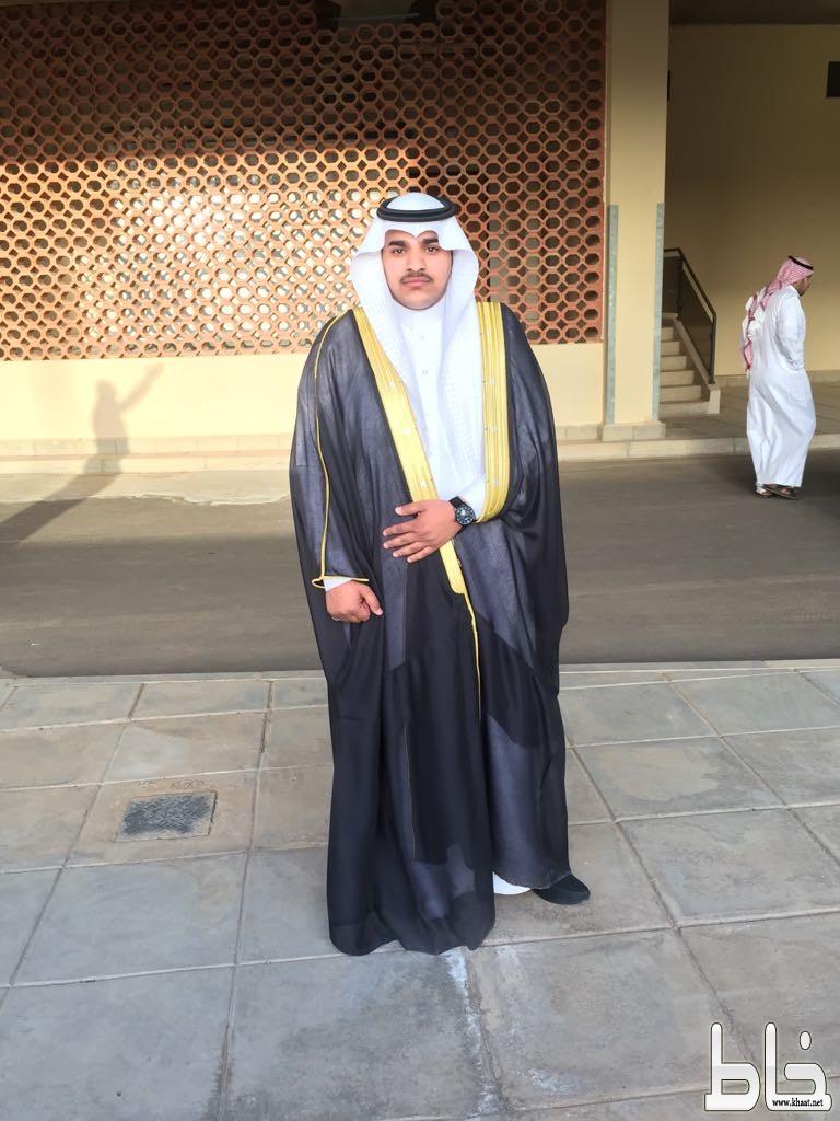 عامر الشهري يحتفل بتخرجه من جامعة تبوك