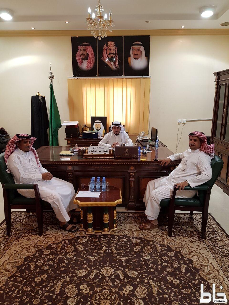 محافظ بارق يناقش آلية تسليم منح وزارة الإسكان بمخطط العيرية