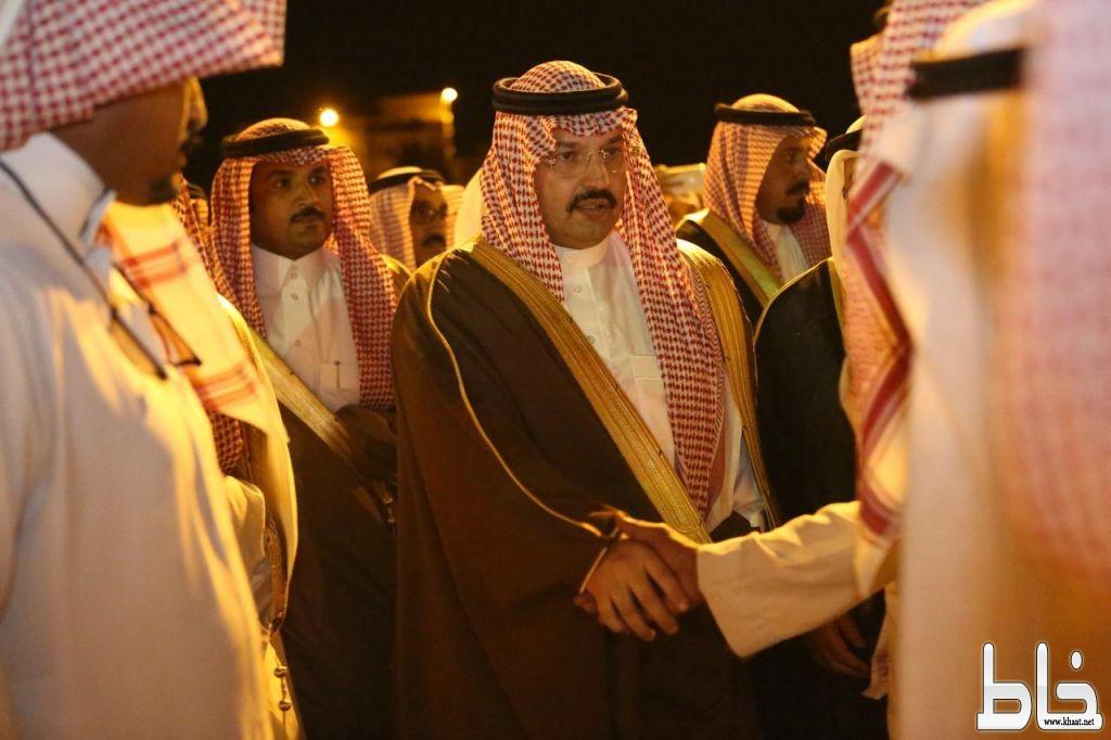 بالفيديو والصور : الأمير تركي بن طلال يعزي في الشهيد صالح العمري ويستقبل طفلتي الشهيد