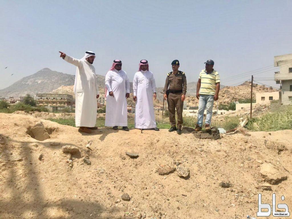 محافظ بارق يقف على المركز الحضاري و على طريق مدارس البنات بالمنظر