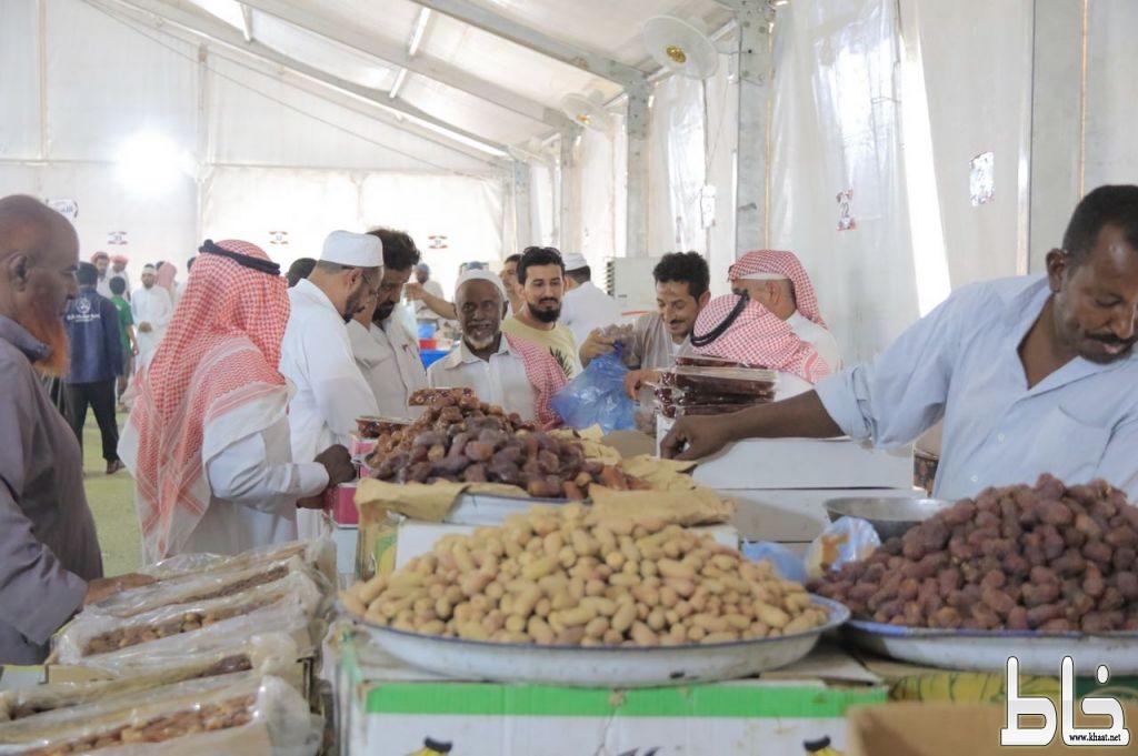 خيمة التسوق الرمضانية ببارق تشهد 1000 متسوق في يومها الأول