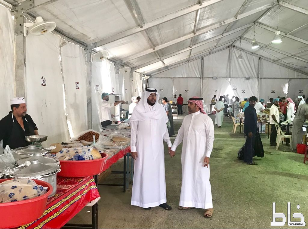 رئيس و عضو اللجنة الصحية ببلدي بارق يتفقدان الخيمة الرمضانية