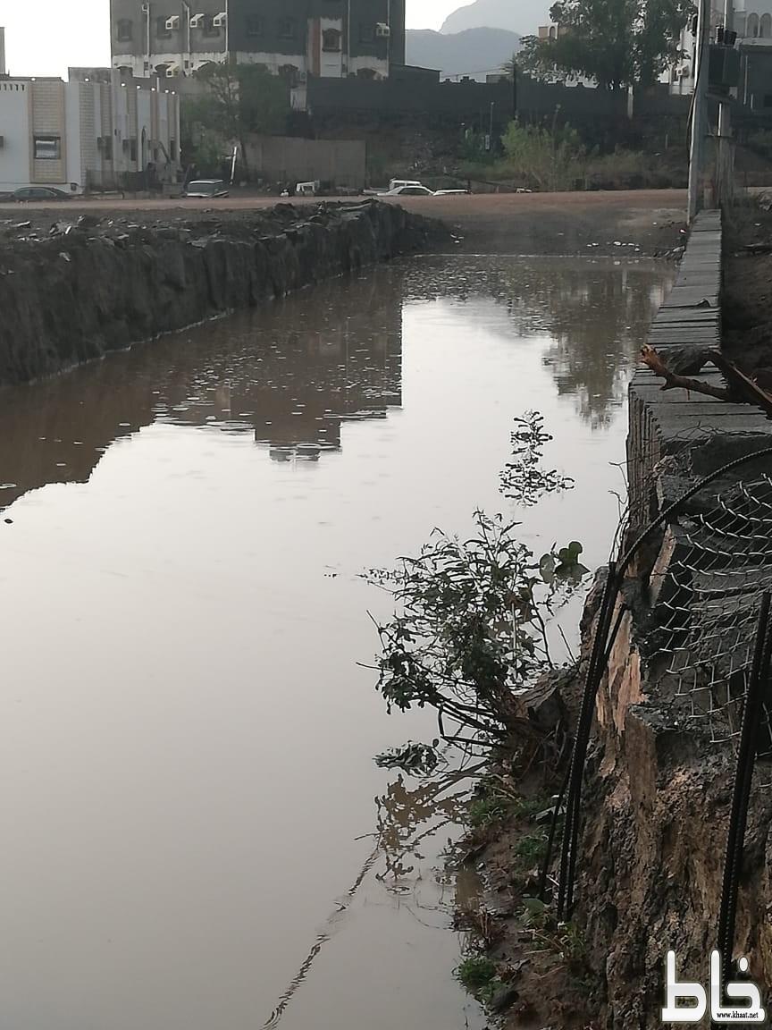 بحيرة عميقة من المياه الراكدة تتربص بأطفال حارة عرق العصيمة بآل شغيب الضمو