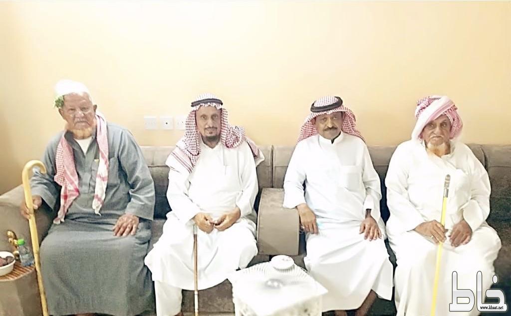 الفقهاء واهالي المجاردة يستقبلون محمد حسن الفقيه بعد رحلته العلاجية