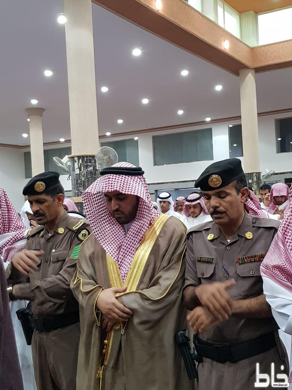 رئيس مركز. أحد ثربان : يتقدم المصلين في صلاة عيد الفطر المبارك