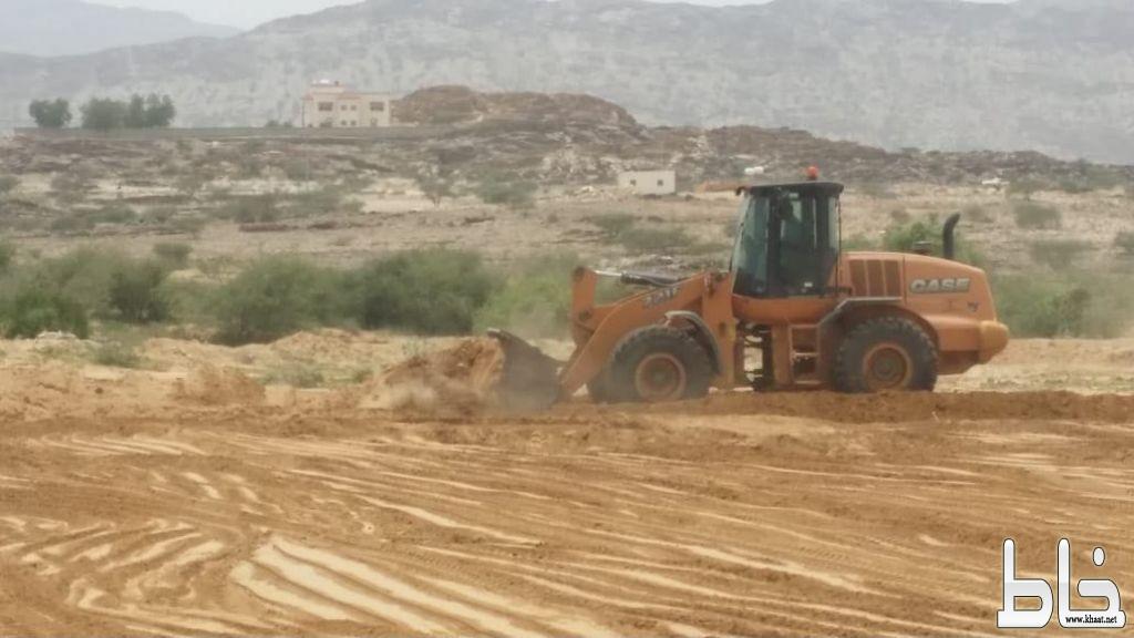 بلدية بارق تزيل الإحداثات بالصلبه و تستعيد 12 ألف متر مربع من الاراضي الحكومية