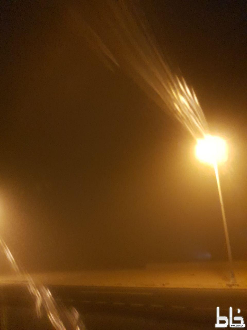 موجة غبار شديدة تجتاح مركز سبت الجارة وعدد من المراكز التابعة لمحافظة القنفذة