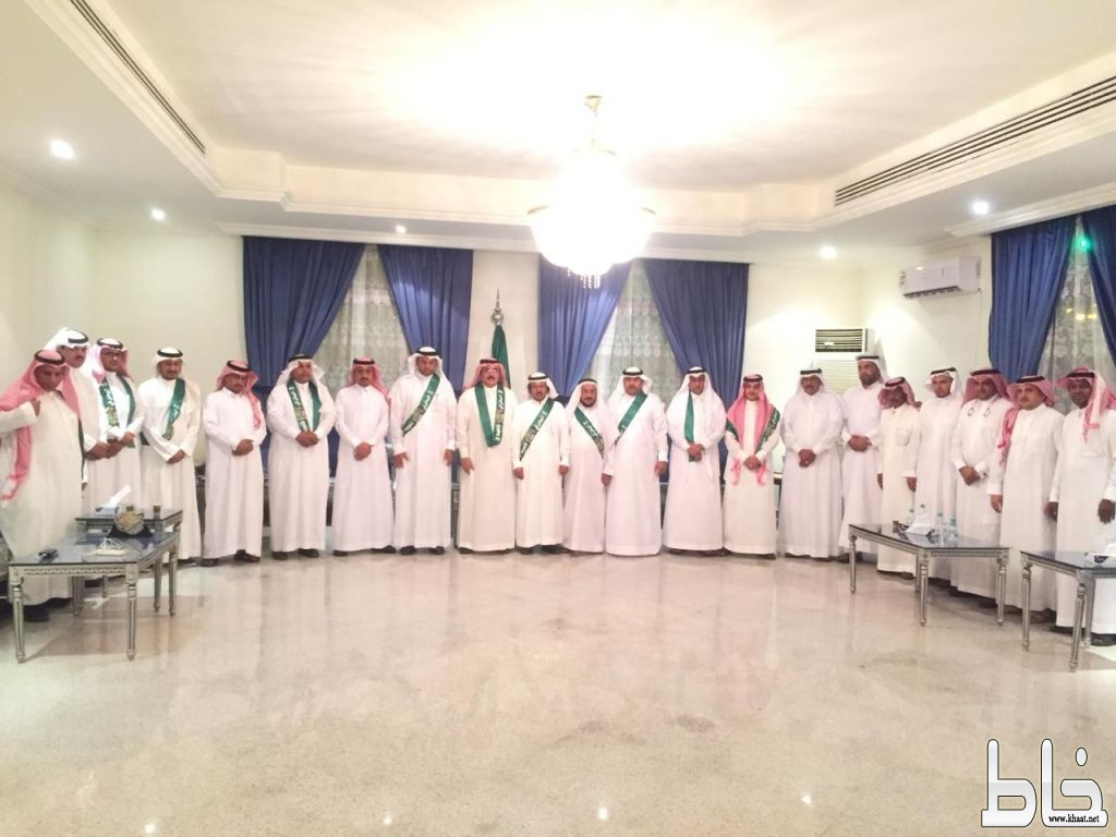 بحضور آل حموض : الشاعران بن خوذان وابو طالب يتغنون بالوطن في المجاردة
