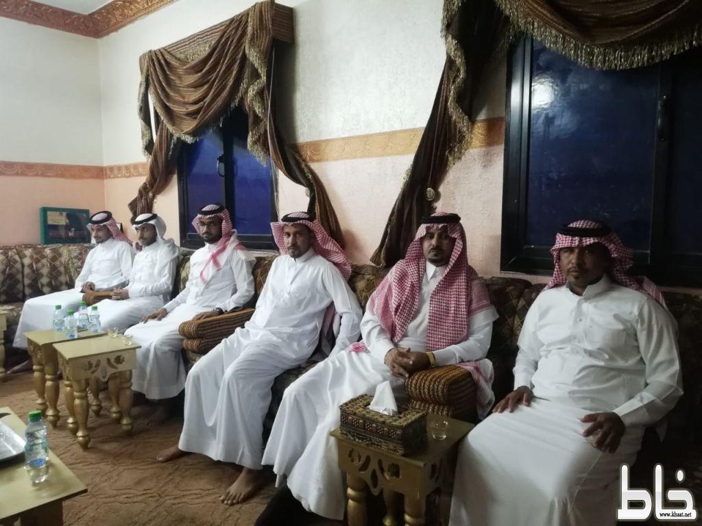 رئيس مركز خاط يطمئن على صحة الشيخ هادي نائب قبيلة المشحكة