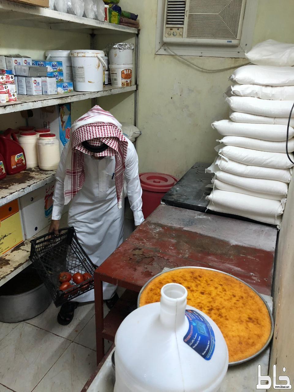بلدية المجاردة تواصل جولاتها ضمن حملة غذائكم امانة