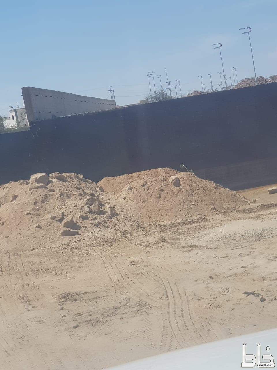 """تجاوبا مع """" خاط """" بلدية المجاردة تشرع في ردم العبارة المتعثرة بأحد ثربان"""