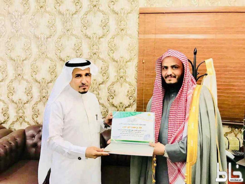 رئيس محكمة التنفيذ بمنطقة تبوك يكرم الاستاذ ظافر محمد داحش العمري