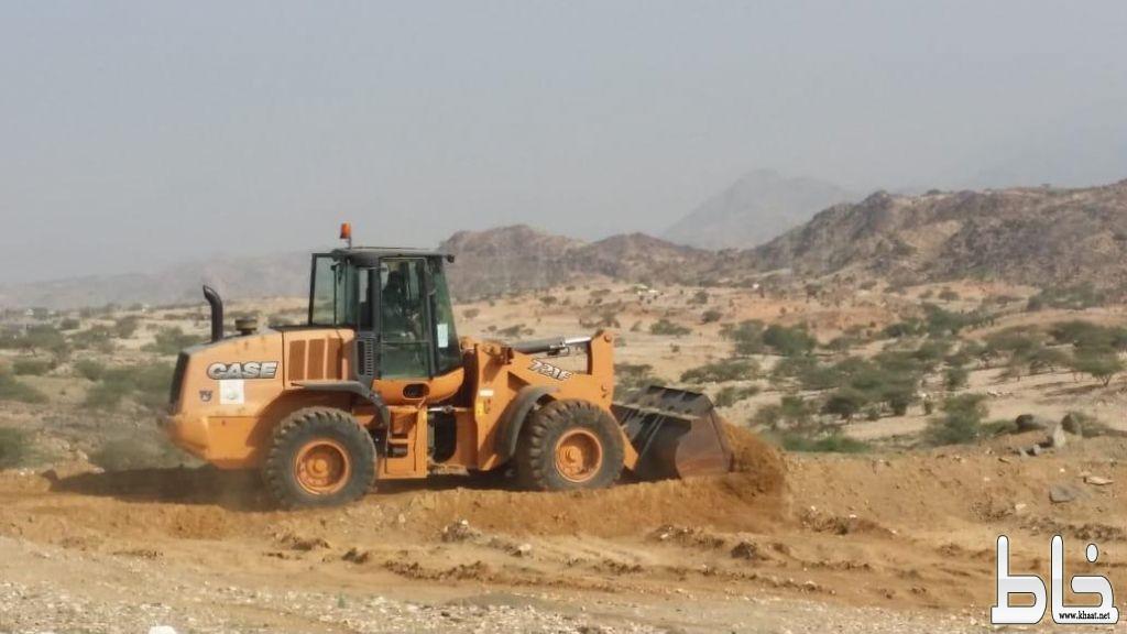 بلدية بارق و لجنة التعديات تستعيد 210000 م2 من الأراضي الحكومية شرق الجامعة