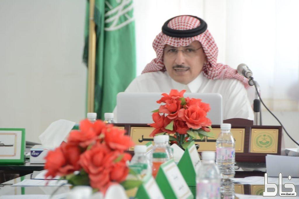 محافظ محايل يرأس اجتماع المجلس المحلي