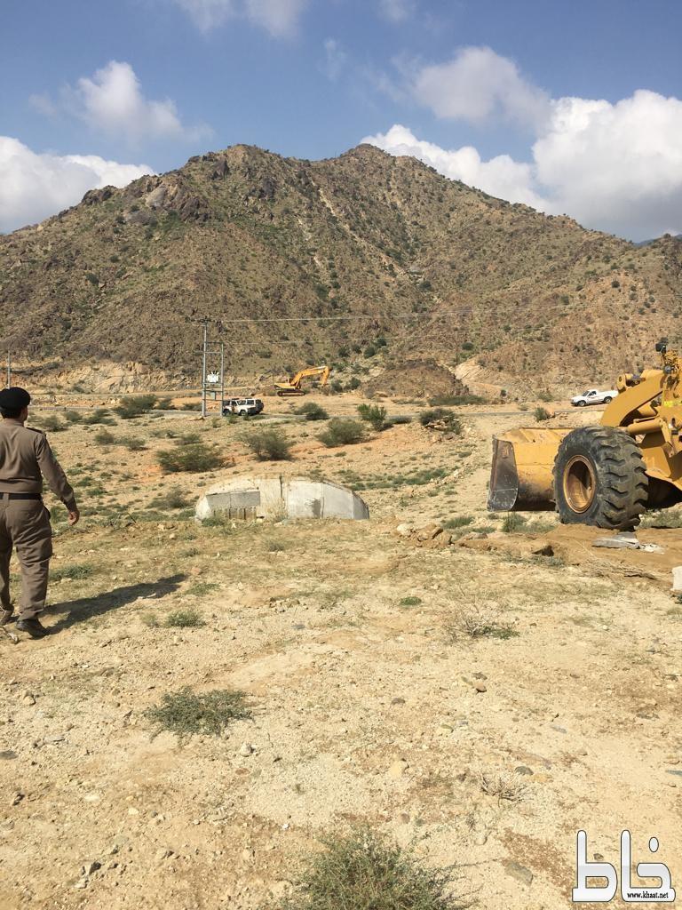 لجنة إزالة التعديات بالمجاردة تستعيد مائة ألف متر مربع (شرق مركز خاط)