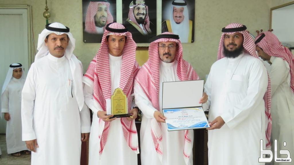 تعليم محايل يكرم الطالب علي الشهري لحصوله على المركز الأول في الأولمبياد الوطني للعلوم والرياضيات
