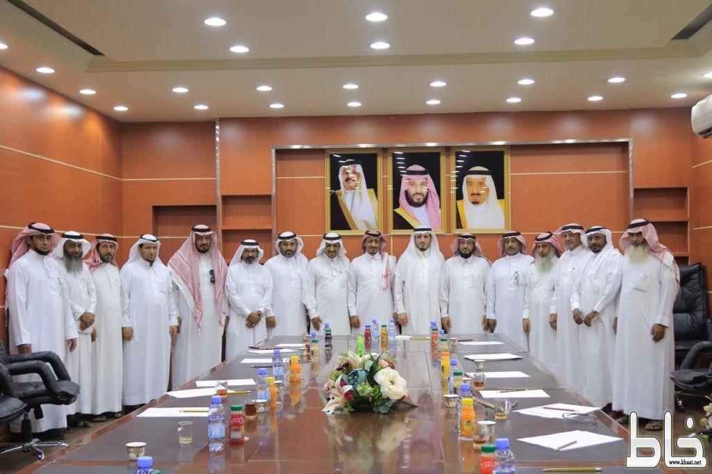محافظ بارق يدشن جمعية للمتقاعدين بمحافظة بارق