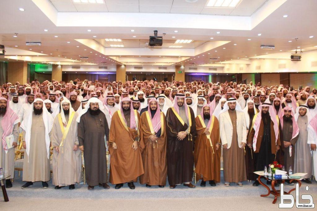 الأمير فيصل بن محمد في لقاء أئمة وخطباء عسير : تحقيق الأمن الفكري في تكاتف المجتمع مع الدولة .
