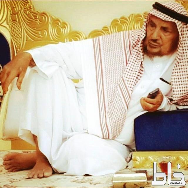رئيس مركز ثربان يزور شيخ آل علين للاطمئنان على سلامته