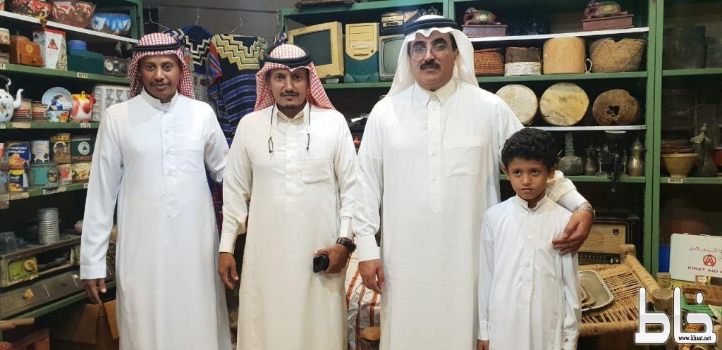 آل حموض يزور متحف محمد خضير  الأثري بالمجاردة