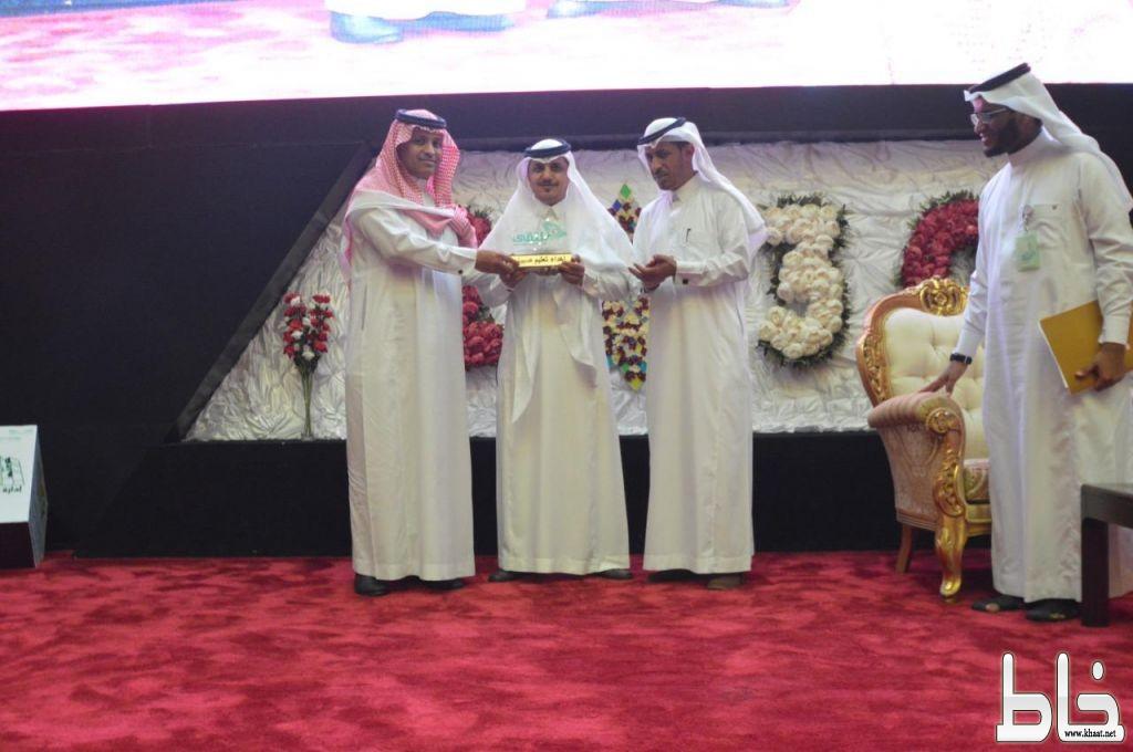 الدكتور سلطان الشهري يقدم ورقة علمية بملتقى البحث العلمي بتعليم صبيا