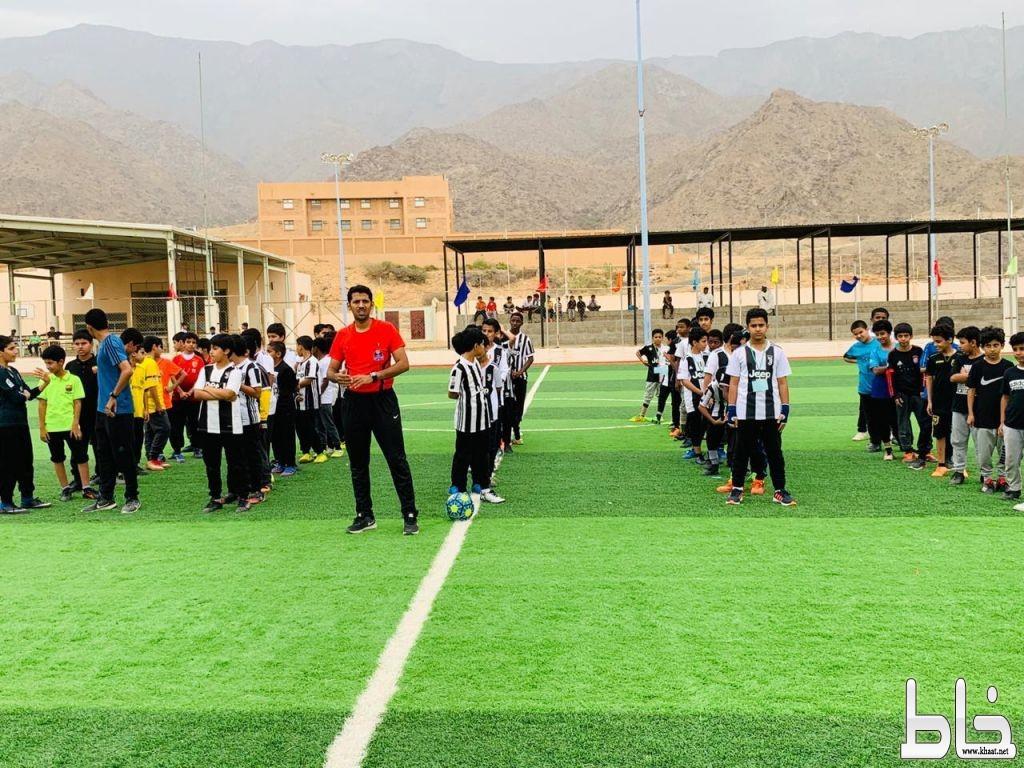 انطلاق بطولة الدوري المدرسي على ملعب الشراكة المجتمعية بمدرسة الملك عبدالله