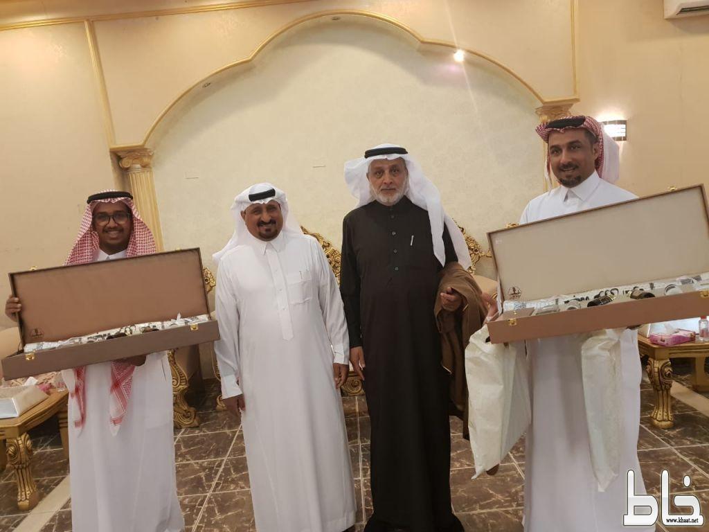 حسن بن ظافر العمري يحتفل بقدوم حفيده