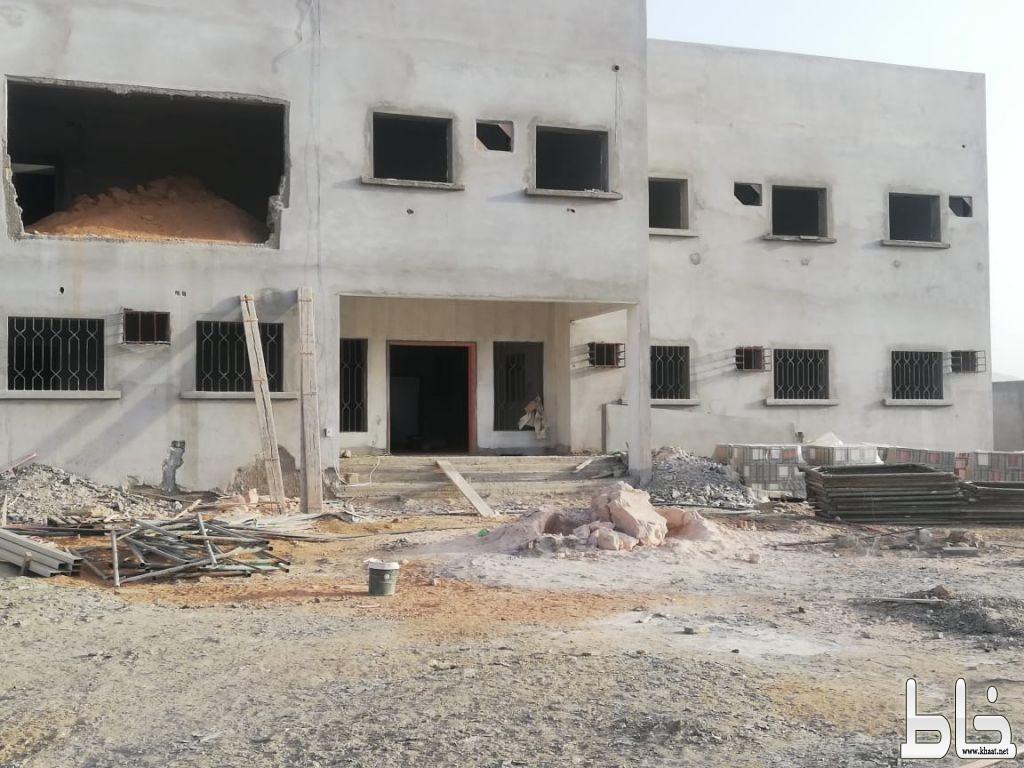 أهالي قرية المربع يطالبون بالحل العاجل لانهاء مشروع مدرسة البنات الجديدة بالقرية