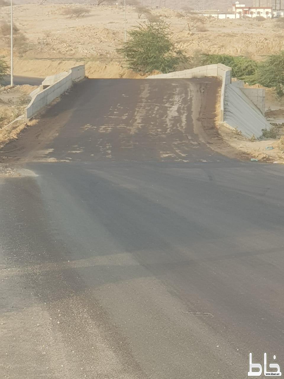 مواطنون في احد ثربان يناشدون بلدية المجاردة بردم عبارة المدارس قبل السفلتة