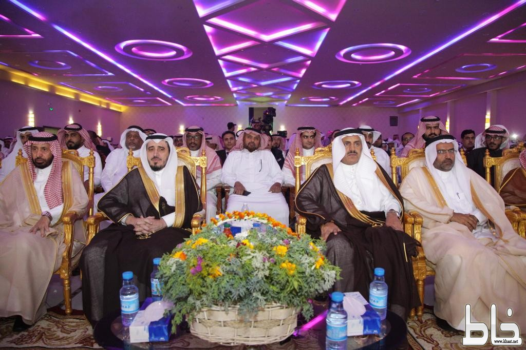 بالصور ،، برعاية معالي مدير جامعة الملك خالد.. فرع تهامة يحتفل بتخريج 600 طالب