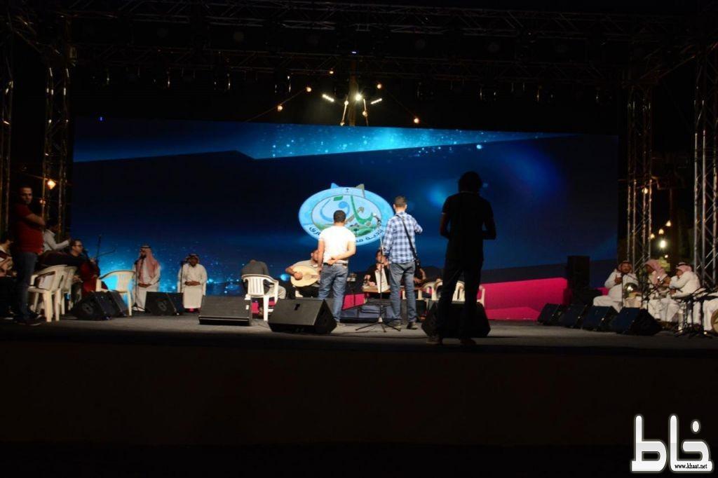 محافظ بارق والفنان عبدالله العامر يقفون على الاستعدادات النهائية لختام مهرجان بارق الشتوي