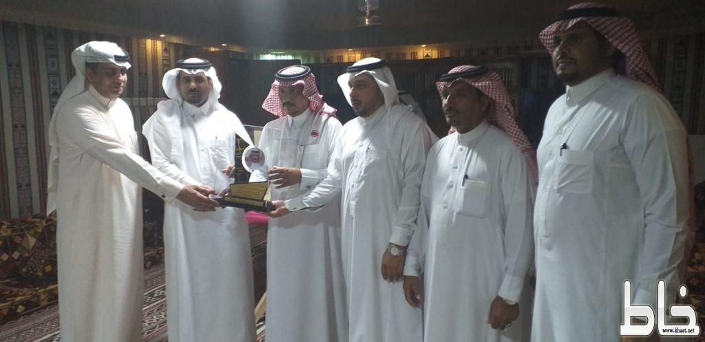 """زملاء """" عامر الشهري """" يكرمونه بمناسبة تقاعده"""