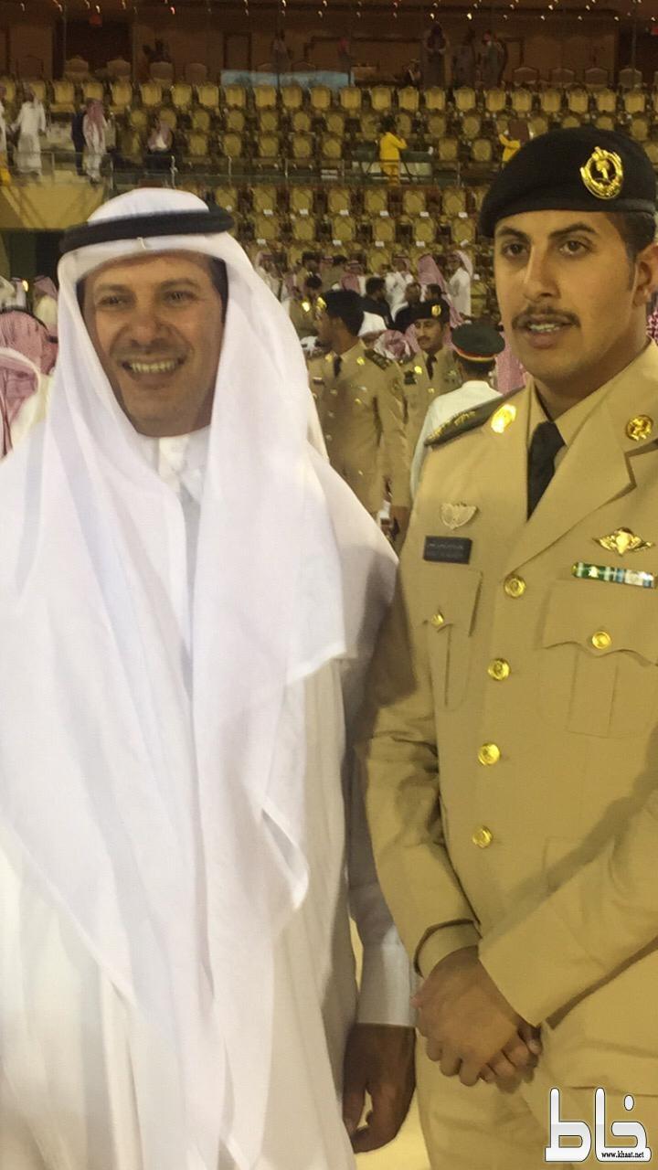 الملازم ريان الشهري يحتفل بتخرجه من كلية الملك عبدالعزيز الحربية ...